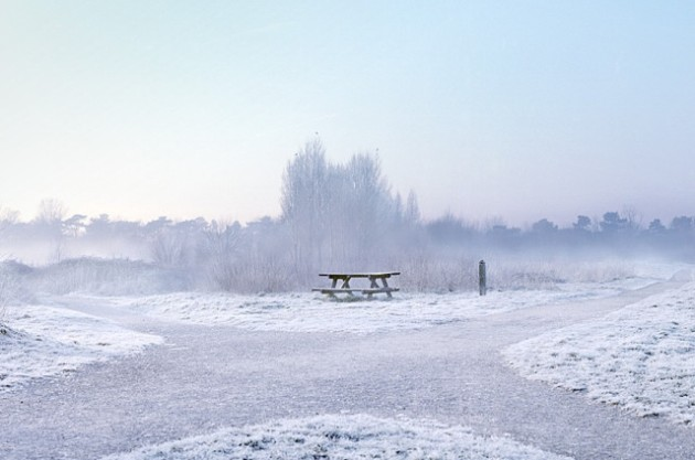 ławka na śniegu